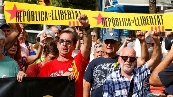 """Independentistas catalanes llaman a la """"desobediencia civil"""" masiva ante una sentencia condenatoria"""