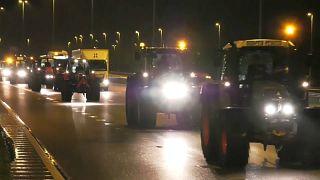 2000 Landwirte mit Treckern sorgen für Verkehrschaos