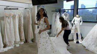 شاهد: مسابقة لفساتين الزفاف المصنوعة من ورق المرحاض