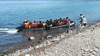 Λέσβος: Άφιξη δεκάδων μεταναστών μπροστά στην κάμερα του euronews (βίντεο + φωτο)