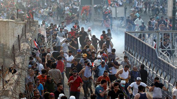 Irak'ta yolsuzluk protestosuna polis müdahalesi: En az 1 ölü, 200 yaralı