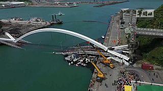 Обрушение моста на Тайване: есть жертвы