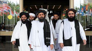 Molla Abdülgani Baradar (ortada) liderliğindeki Taliban temsilcileri. Moskova / Rusya
