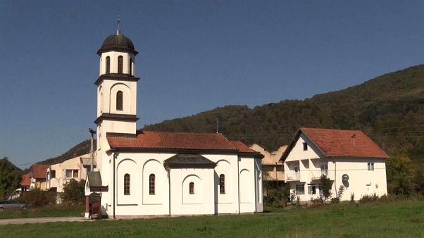 Derribar la iglesia que los serbobosnios contruyeron en el patio de su casa