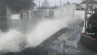 شاهد: الإعصار لورينزو يضرب جزر الأزور البرتغالية