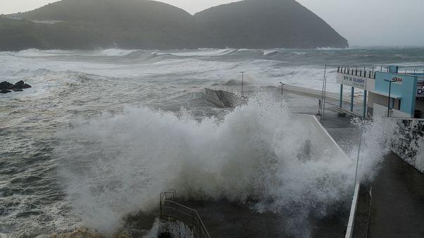 """Ураган """"Лоренцо"""" прошёлся по Азорским островам"""