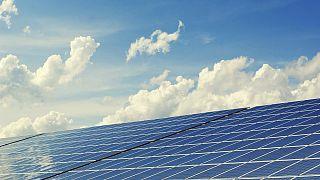 علماء يبتكرون طاقة شمسية سائلة يمكن تخزينها لمدة 18 عاماً!