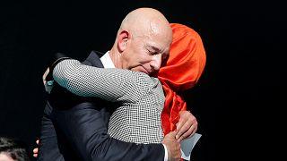 """مالك """"واشنطن بوست"""" جيف بيزوس ينعي خاشقجي خلال حضوره مراسيم إحياء ذكرى وفاته"""