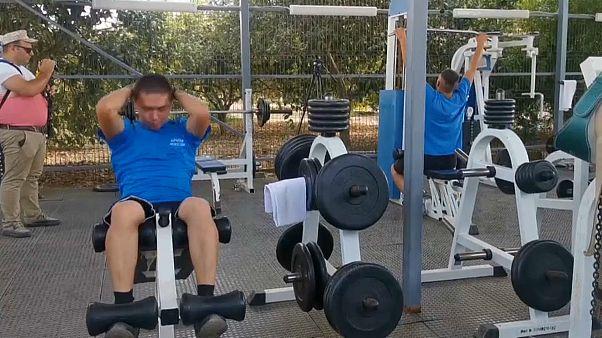 شاهد: قاعات رياضة وحدائق وكنائس وحياة من الرفاهية توحي ببقاء طويل للجنود الروس في سوريا