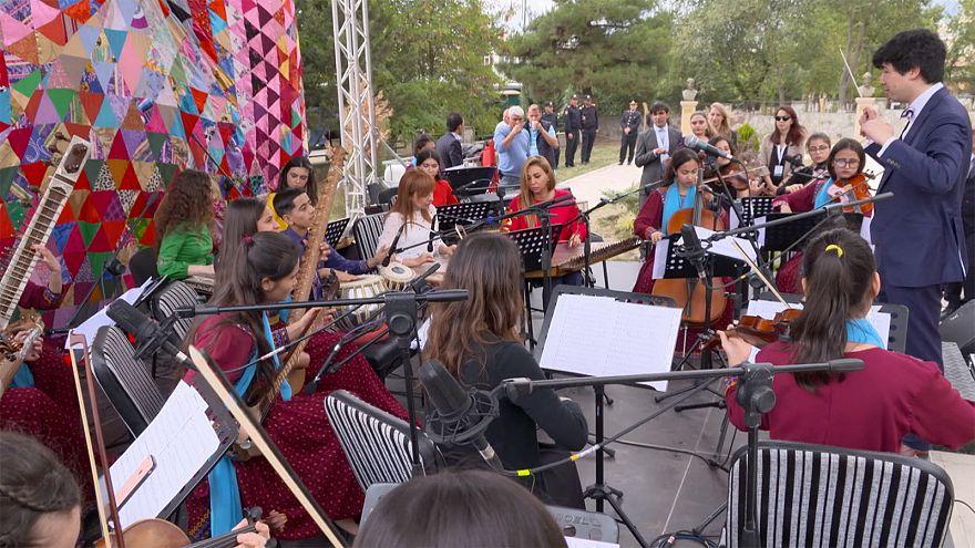 Azerbaijão celebra poeta e filósofo Nassimi