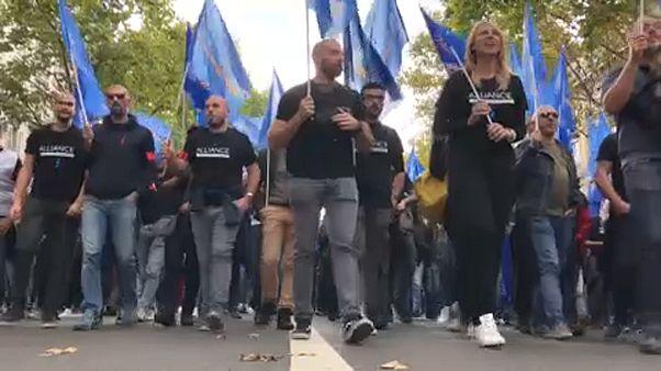 Wut über hohe Selbstmordrate und Überstunden: Polizisten-Demo in Paris