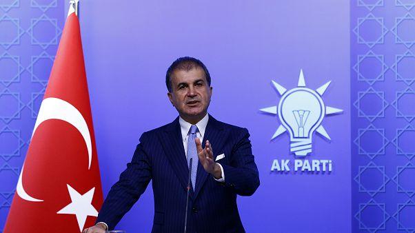 AK Parti Genel Başkan Yardımcısı ve Parti Sözcüsü Ömer Çelik, AK Parti MYK toplantısı devam ederken basın mensuplarına açıklamalarda bulundu.