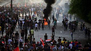 Irak'ın başkenti Bağdat'ta hükümet karşıtı gösteriler sürüyor