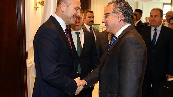Ο αναπληρωτής υπουργός Προστασίας του Πολίτη,Γιώργος Κουμουτσάκος (Δ) συναντήθηκε με τον Τούρκο υπουργό Εσωτερικών Suleyman Soylu