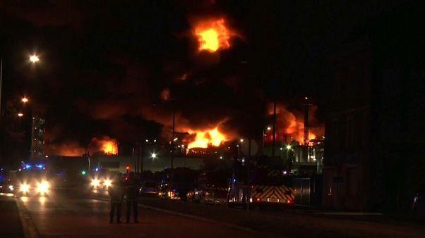 Rouen fire: Expert fears carcinogenic molecules created in factory blaze