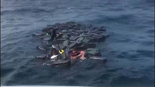 شاهد: شحنة من الكوكايين تنقذ مهربيها من الغرق في كولومبيا