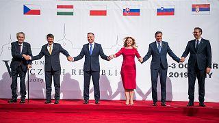 Miloš Zeman, Áder János, Andrzej Duda, Zuzana Čaputová, Borut Pahor és Aleksandar Vučić a lányi kastélyban