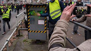 Fransa'da trafik radarlarına yapılan saldırılar nedeniyle gelirler yarı yarıya düştü