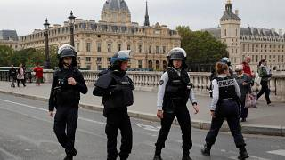 A támadóval együtt ötre nőtt a párizsi rendőr-főkapitányságon elkövetett késelés áldozatainak száma