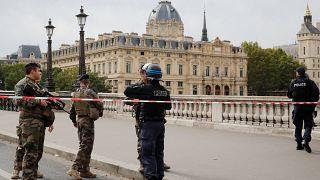 Paris Emniyet Müdürlüğü'ndeki saldırıyla ilgili şu ana kadar neler biliyoruz?