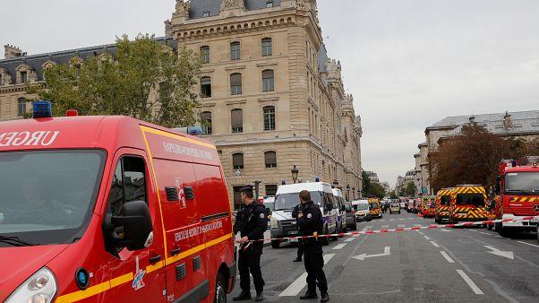 Παρίσι: Τέσσερις νεκροί από επίθεση στο αρχηγείο της αστυνομίας