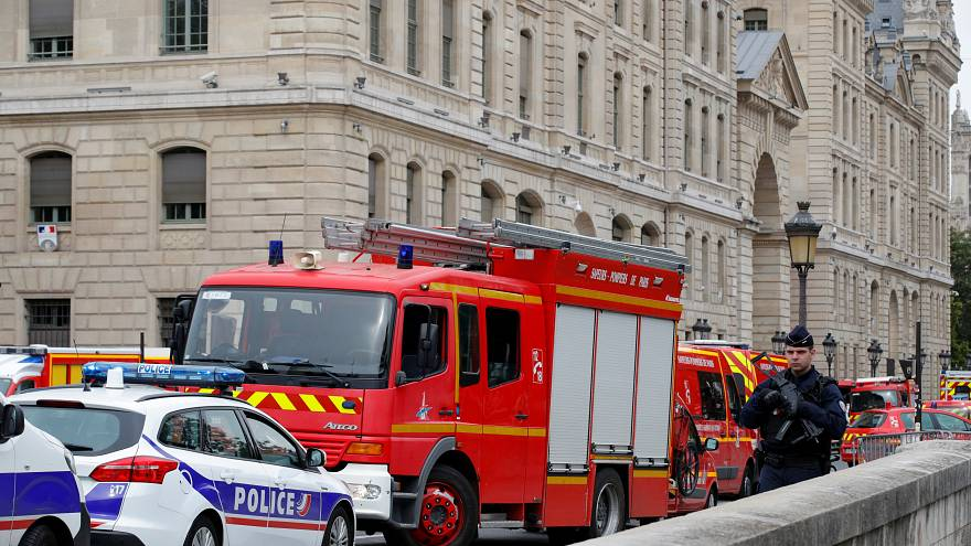 Нападение в Париже: убиты полицейские