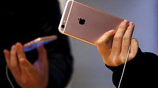 Rusya'da Apple'a tazminat davası: 'Eşcinsel olmama neden oldu'