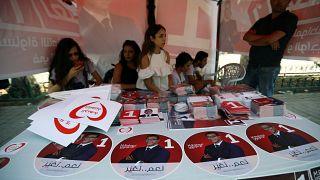 كيف يستغل العاطلون عن العمل في تونس فترة الإنتخابات لتوفير مصدر دخل مؤقت؟