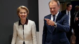 Ursula Von der Leyen ve Donald Tusk (sağda)