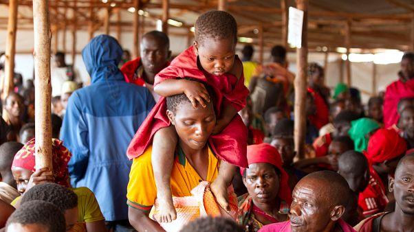 Tanzanya'daki Burundili göçmenlerin kitlesel halde ülkelerine geri dönüşü başladı