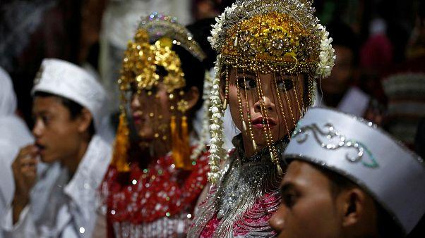 Endonezya hükümetinin organize ettiği toplu düğün merasimi