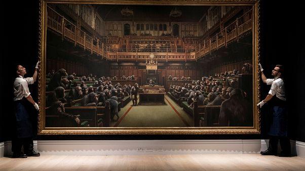 Los monos del Parlamento británico de Banksy vendidos por 11 millones de euros
