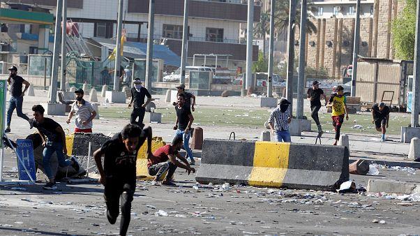 Συνεχίζεται το αιματοκύλισμα στο Ιράκ-Δεκάδες νεκροί διαδηλωτές