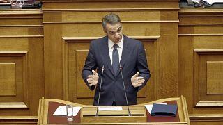 Ο πρωθυπουργός Κυριάκος Μητσοτάκης μιλάει από το βήμα της Βουλής