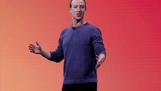 محاولات حكومية لحث فيسبوك على عدم تشفير الرسائل بحجة الإرهاب واستغلال الأطفال