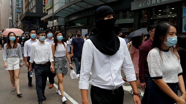 Hong Kong'da maske takmak yasaklandı