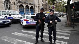 """Polícia francesa """"atingida no coração"""""""
