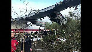 Al menos cinco fallecidos en un accidente aéreo en Ucrania de un avión procedente de España