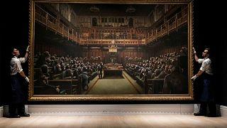 """لوحة """"سياسيون قردة"""" لبانكسي تباع بـ 10 ملايين جنيه إسترليني"""