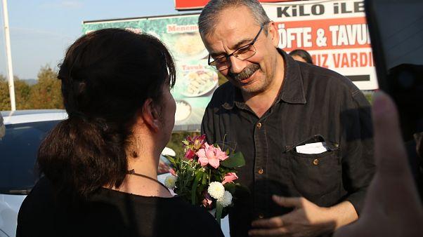Eski HDP Ankara Milletvekili Sırrı Süreyya Önder, İstanbul 26. Ağır Ceza Mahkemesinin kararının ardından tahliye edildi. ( Tahir Turan Eroğlu - Anadolu Ajansı )