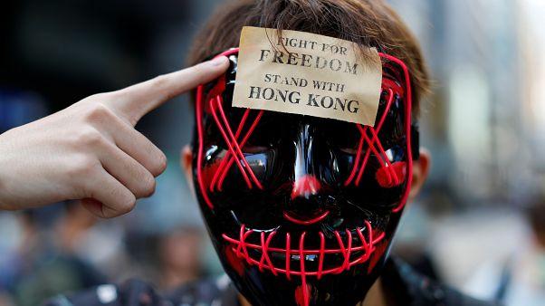 فيديو: حكومة هونغ كونغ تحظر ارتداء الأقنعة خلال المظاهرات