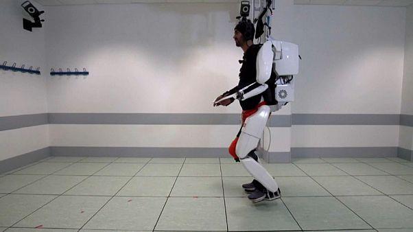 Felçli hastalar için yeni umut: Beyinle kontrol edilen yapay iskelet