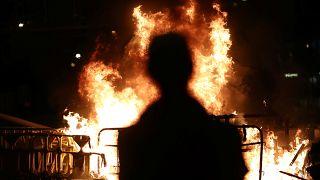 Hong Kong, bitmeyen protestolara karşı sömürge dönemi acil durum yasasına başvuruyor