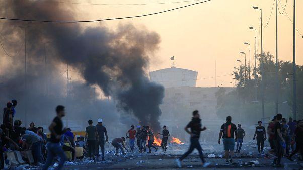أيام الغضب العراقي .. شبان بغداد ينقلون صورة الاحتجاجات بعد قطع الإنترنت