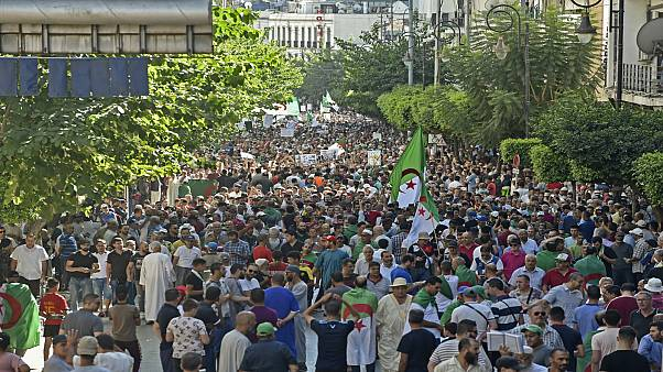 جمعة غضب جديدة في الجزائر رفضاً لتنظيم انتخابات رئاسية يؤيدها الجيش