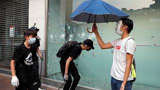 معترضان هنگ کنگی پس از یک شب پرتنش دوباره به خیابان بازگشتند