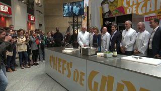 شاهد: عرض لخمسة من أمهر الطباخين الفرنسيين في محطة قطارات سان لازار بباريس