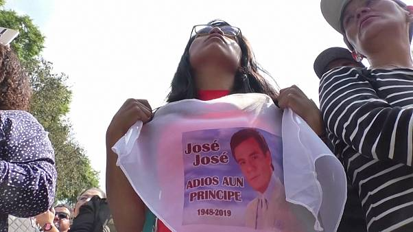 Mexicans sing to pay respects to beloved crooner Jose Jose