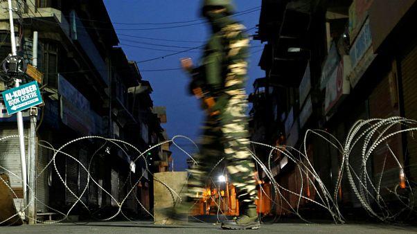 حمله با نارنجک در کشمیر ۱۰ نفر را زخمی کرد