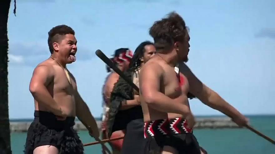 Neuseeland: Maori begrüßen Schiffsflotte - auf traditionelle Art